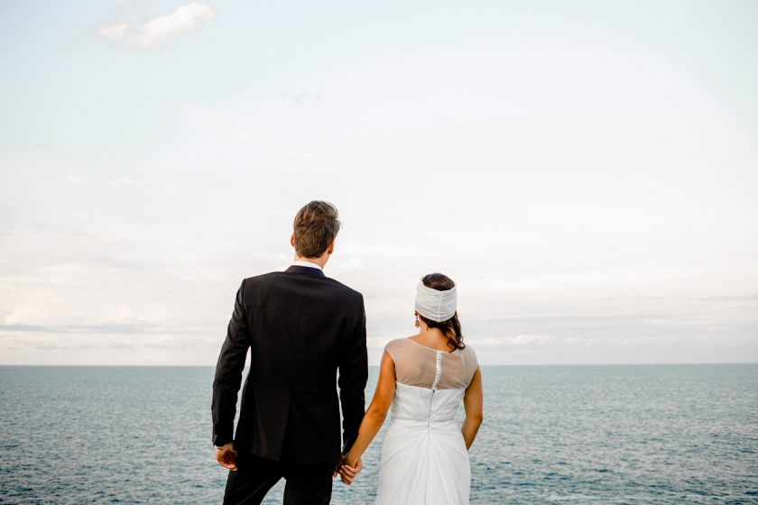 Sicily-MArriage-ring-hand-mano-vestito-in-sicily-destination-love-storytelling-photography-taormina-siracusa-love-villasmundo-fotografo-fotografia-di-matrimonio-master-of-photography